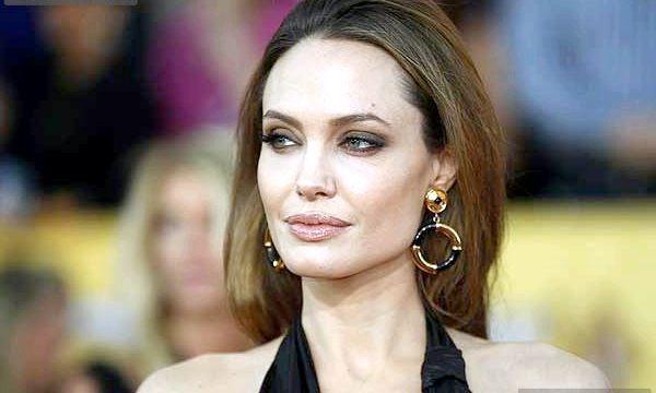 Анджеліна Джолі видалила груди