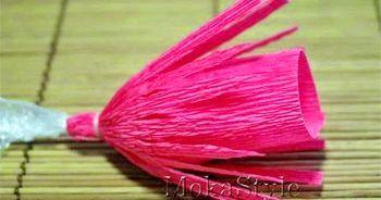 робимо з рожевого паперу смужки
