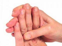 Чому німіють пальці рук?
