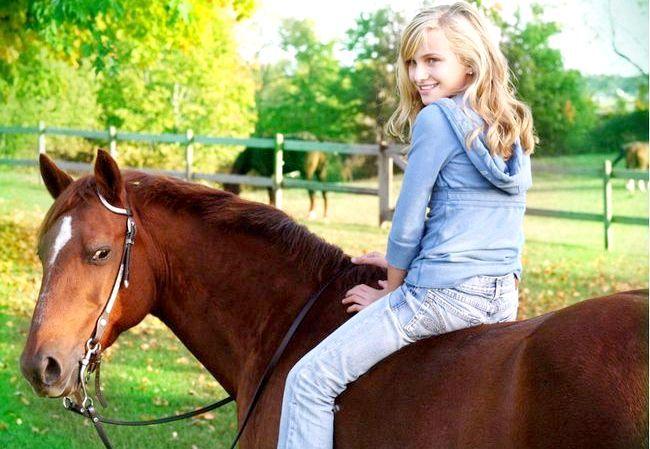 дівчинка на коні