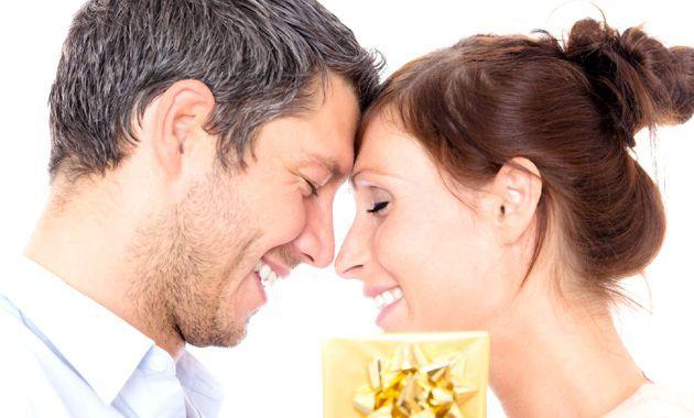 Що подарувати дівчині на місяць стосунків
