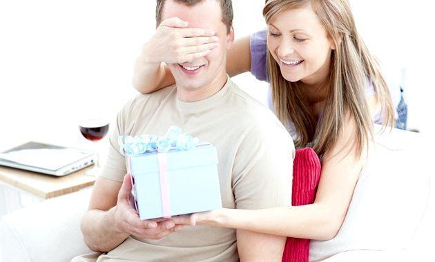 Що подарувати другу на день народження