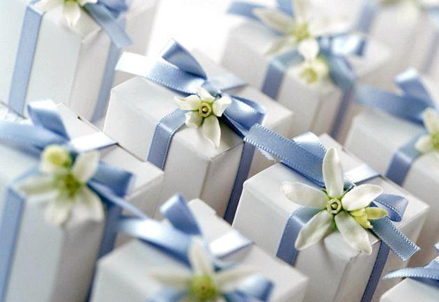 Що подарувати на 8 березня родичам і колегам?
