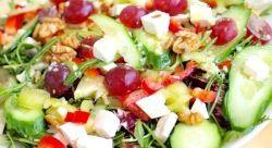 Осінній салат з виноградом і бринзою
