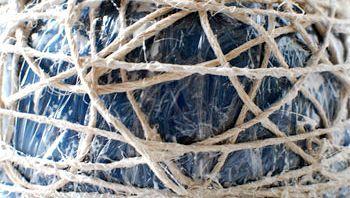 обв'язуємо мотузки навколо миски