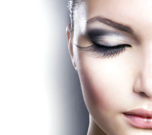 Ефектний макіяж очей у золотисто-фіолетовій гамі