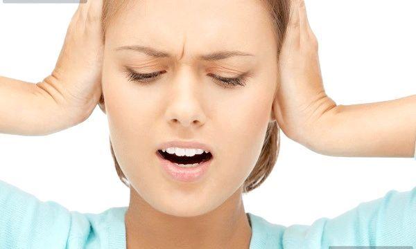 Як капати камфорне масло у вухо?