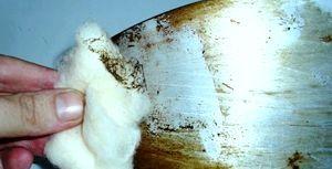 Як очистити підошву праски?