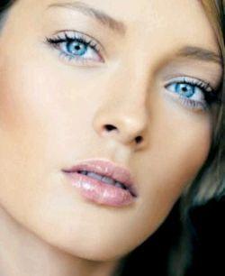 Як правильно підкреслити і зробити виразними блакитні очі за допомогою макіяжу