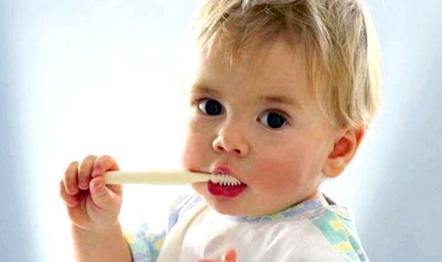 Як правильно доглядати за молочними зубами