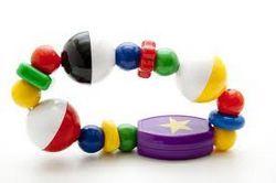 Як правильно вибрати безпечні розвиваючі іграшки для новонароджених