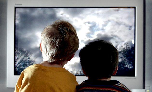 Як телевізор впливає на зір дитини