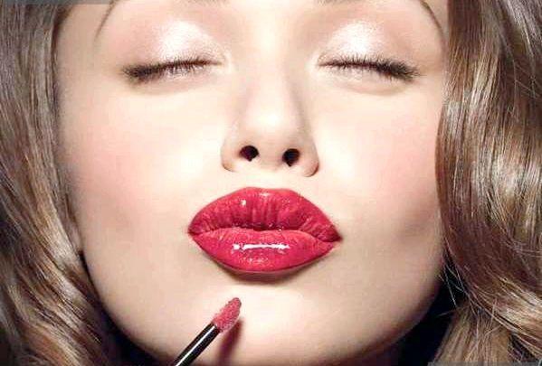 Як візуально збільшити губи?