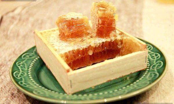 Яка користь меду в сотах?