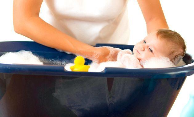Купання новонародженого - як проводити процедуру