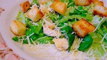 Легкі і прості салати на новий 2015: як приготувати, ніж прикрасити, в чому подати.