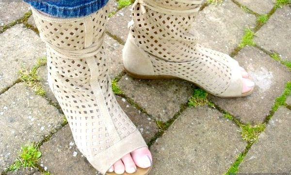 Літні чоботи: фото стильних моделей