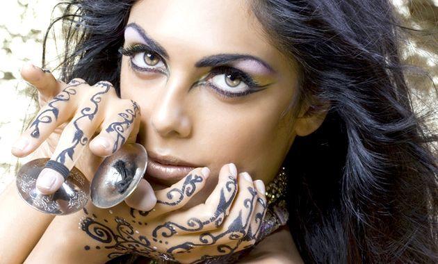 Макіяж очей в арабському стилі - покрокова техніка у фотографіях