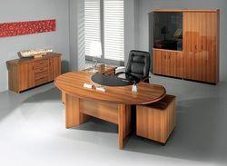 Меблі для жінки начальника