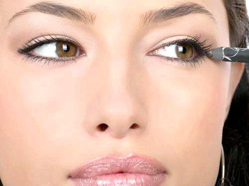 Мейк-ап урок: як правильно підводити очі олівцем