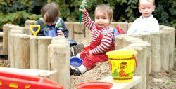 діти в пісочниці