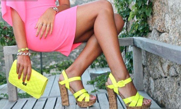Неонова взуття: з чим носити (фото)