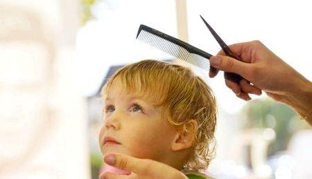 Чи потрібно стригти дитину в рік: поради та прикмети