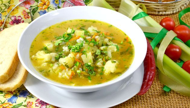 Овочевий суп на курячому бульйоні
