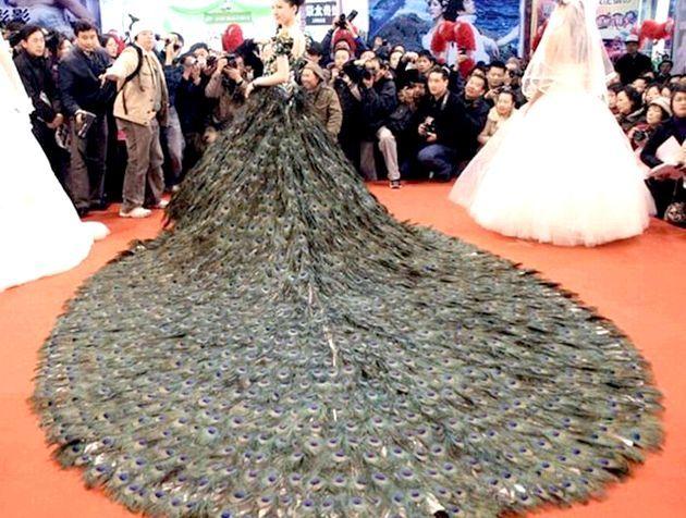 Павін пір'я - модний весільний тренд