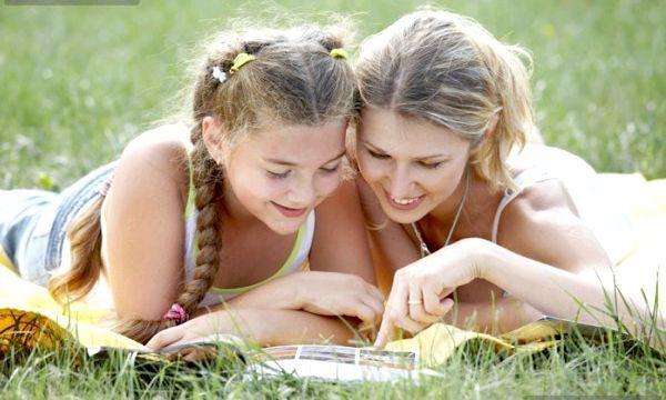 Перші місячні у дівчинки: що потрібно знати?