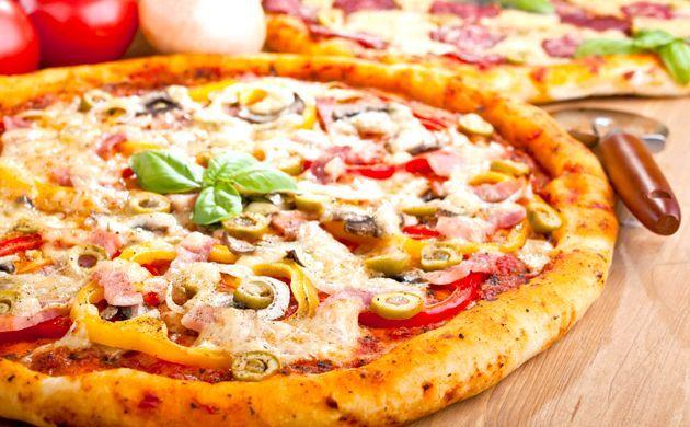 Піца з шинкою та грибами на італійському тесті - рецепт з фото