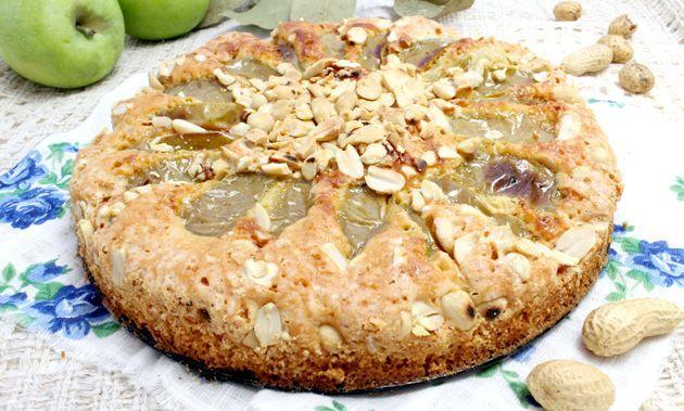 Пиріг з яблуками і арахісом