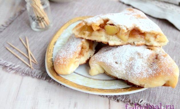 Пиріжки з начинкою з смажених яблук