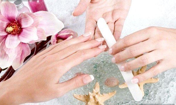 Чому стають ребристими нігті?