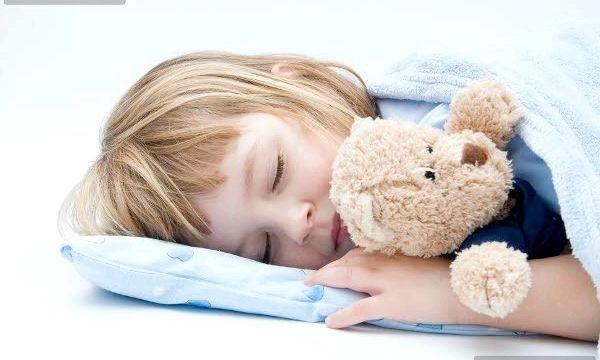Чому у сні дитина скрипить зубами?