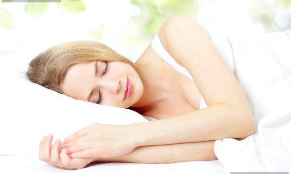 Пітливість вночі у жінок: причини і лікування
