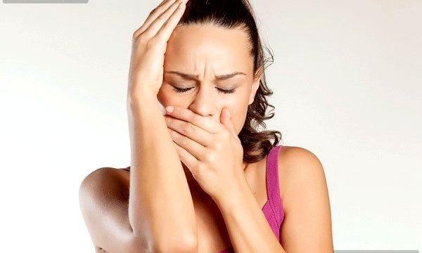 Причини появи тріщин в куточках губ