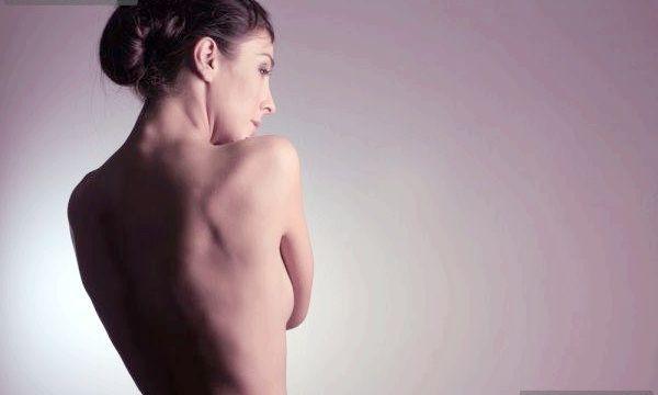 Прищі на плечах: причини і лікування