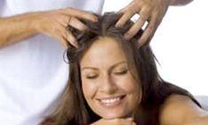 Різні техніки масажу голови
