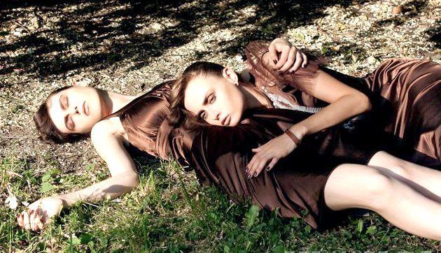 З чим носити або поєднувати коричневе плаття