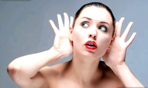 Клацає у вусі: основні причини недуги