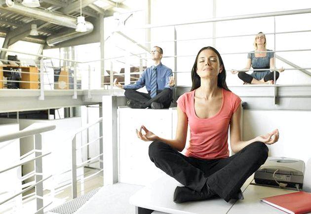 Сидяча гімнастика на робочому місці - приклади вправ