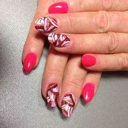 Сучасні матеріали для нарощування нігтів