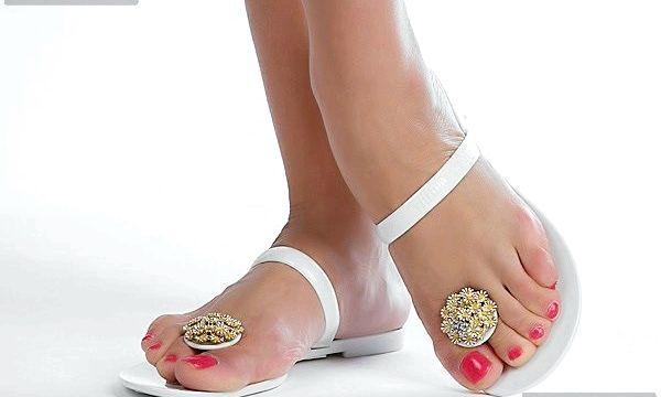 Сухі пальці ніг: причини і лікування