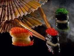 Суші - це давнє японське блюдо