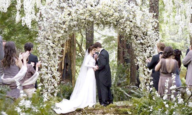 Весільна сукня Крістен Стюарт з вампірської саги «сутінки»