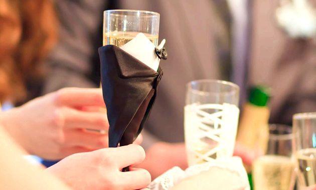 Весільні келиха - оздоба столу!