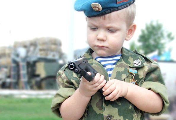 хлопчик з пістолетом