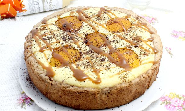 Сирний пиріг з персиками