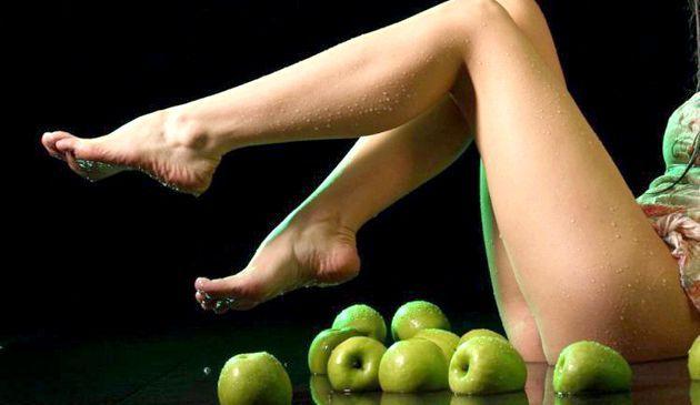 Догляд за шкірою стоп: привабливі ніжки